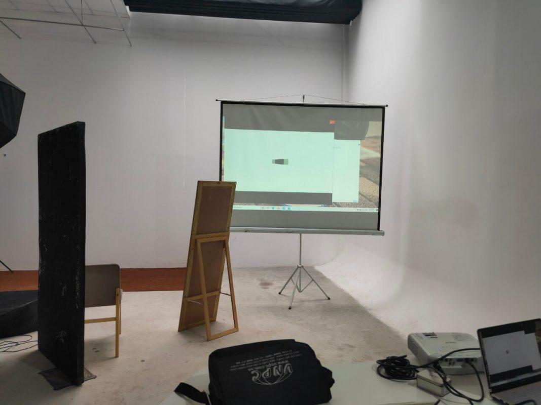 khách thuê máy chiếu sử dụng trong phim trường WEGO đường Bình Thới