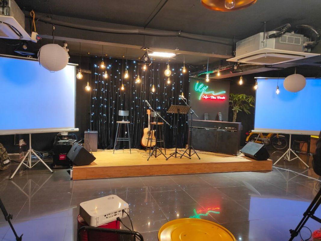 thuê máy chiếu live music EX Coffee 1